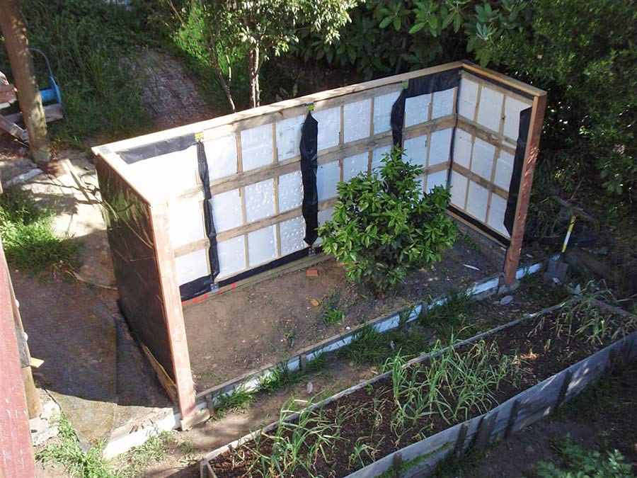 Pallet Wall Greenhouse   Solabode - Building with Pallets